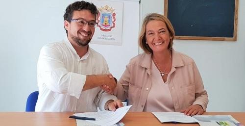 El Ayuntamiento de Motril firma un convenio de colaboración con la Federación 'Andalucía Acoge'.jpg