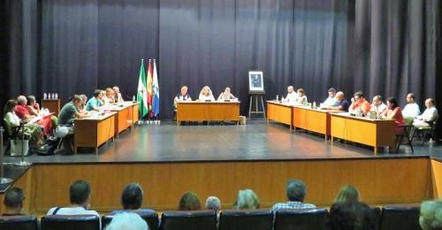 El Pleno del Ayto. de Almuñécar aprueba una moción institucional para un vial de emergencia en Cármenes del Mar.jpg
