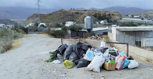 El PSOE de Lújar denuncia la retirada de los contenedores para residuos en Cortijo García, en Los Carlos.jpg