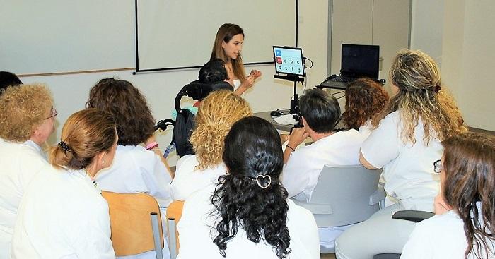 El servicio de Rehabilitación del Hospital San Cecilio emplea por primera vez un sistema de comunicación con la mirada.jpg