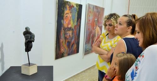 Exposición 'Trasversales', en la sala de exposiciones de la Biblioteca Municipal de Salobreña hasta el 17 de agosto.jpg