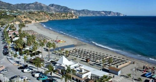 Playa de Burriana en Nerja.jpg