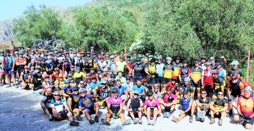 Un centenar de ciclistas de La Herradura y Almuñécar participaron en la II Subida Cicloturista a Peña Escrita.png