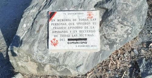 Adelante denuncia 'el ataque fascista' a la placa en recuerdo de las víctimas del franquismo y La Desbandá.jpg