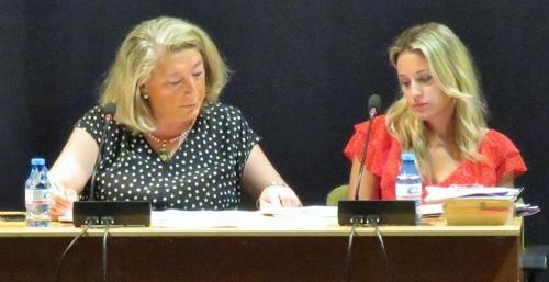 Alcaldesa y secretaria Ayuntamiento de Almuñécar.jpg