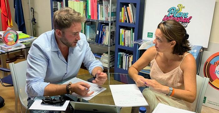 Beatriz González Orce se reúne con los responsables del Instituto Andaluz de la Juventud.jpg