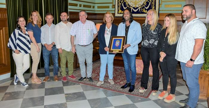 El Ayuntamiento de Motril recibe al motrileño Carlos de Jacoba, posible nominado a los Grammy Latinos.jpg