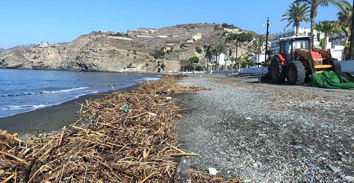 El DANA, que ha devastado amplias zonas de Murcia y Alicante, deja su huella en las playas de Albuñol.png