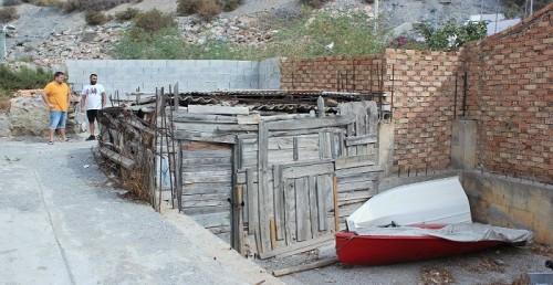 El PSOE denuncia el estado de abandono de espacios públicos cercanos al embarcadero de Calahonda.jpg