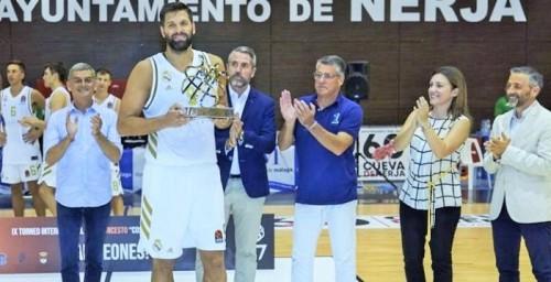 El Real Madrid proclamado en Nerja campeón del IX Torneo Internacional de Baloncesto Costa del Sol.jpg