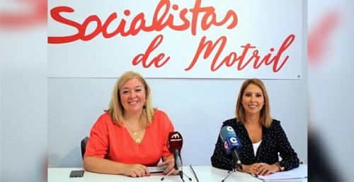 Flor Almón y Gádor Domínguez en rueda de prensa.jpg