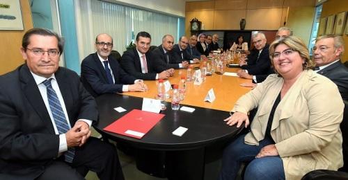 José Entrena se reúne con una delegación institucional de Marruecos para estrechar lazos comerciales.jpg