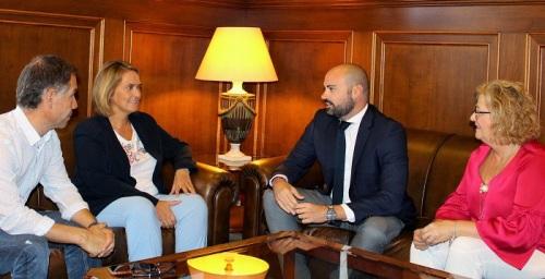 La alcaldesa pide a la Junta de Andalucía soluciones a los problemas del colectivo de mayores de Motril.jpg