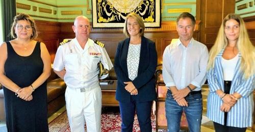 La alcaldesa recibe a Víctor Manuel Garay y destaca la excelente relación entre Motril y la Comandancia Naval