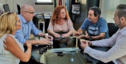 Raúl Fernández aborda con el gobierno de Salobreña propuestas para un Plan Estratégico de Turismo para la Costa.jpg