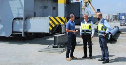 TMG adquiere una nueva grúa que incrementará el tráfico de mercancías por el Puerto de Motril.jpg