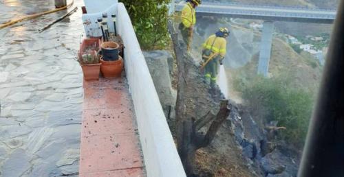 Bomberos de Almuñécar sofocan un incendio en la Cuesta de las Golondrinas.png