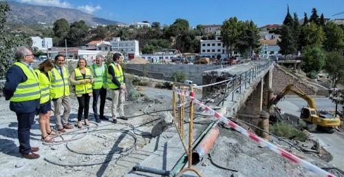 Comienza el derribo del tablero del puente de Órgiva para reconstruirlo.jpg