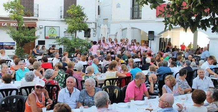 Con el tradicional homenaje a los mayores se inician en Salobreña las Fiestas del Rosario.jpg