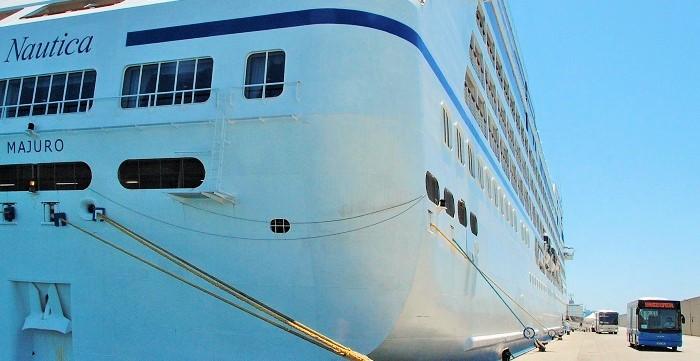 El crucero Náutica en el Puerto de Motril.jpg
