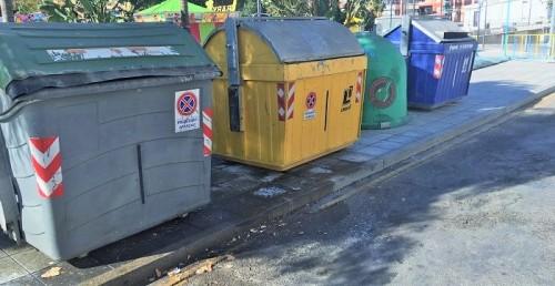 El PSOE vuelve a denunciar la suciedad acumulada en el entorno de la plaza de las Hermanas Mercedarias de Motril.jpg