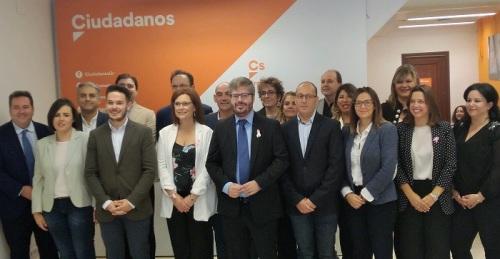 Fran Hervías junto a los candidatos al Congreso y Senado.jpg