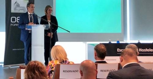 La alcaldesa destaca la importancia de contar con profesionales en hostelería para potenciar el turismo de Motril.jpg