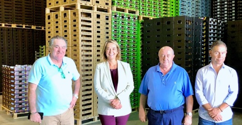 La alcaldesa destaca la importancia de las actividades complementarias de la agricultura en la creación de empleo.jpg