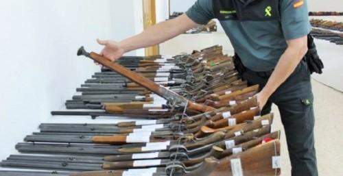 La Guardia Civil expondrá al público 861 armas que serán subastadas el próximo día 28 de octubre.jpg