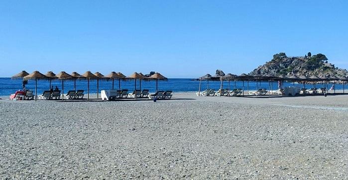 Las playas sexitanas de San Cristóbal, Puerta del Mar, Velilla y La Herradura renuevan su Q de calidad