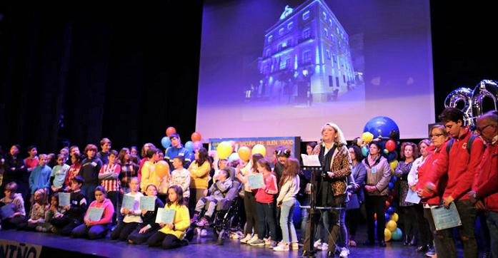 Alumnos de los centros educativos de Almuñécar celebraron el 30 aniversario de los Derechos de la Infancia