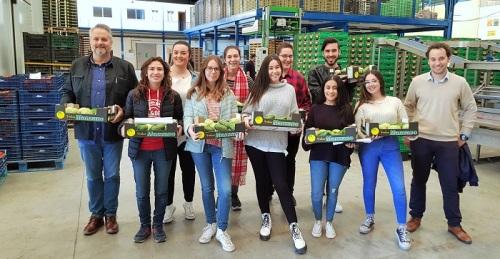 Alumnos del IES Antigua Sexi de Almuñécar visitan las instalaciones de Frutas Manzano en Salobreña.jpg