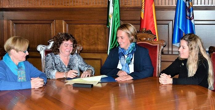 Ayuntamiento y Club Unesco de Motril renuevan el convenio para fomentar la enseñanza del castellano a inmigrantes.jpg