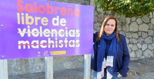 El Ayto. de Salobreña instala señales de 'tráfico' contra la violencia machista.jpg