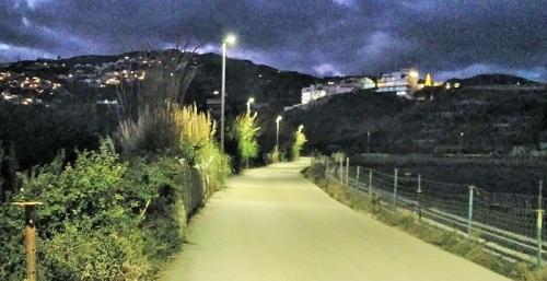 El camino del Gambullón ya tiene iluminación tras la instalación de 11 nuevas farolas.jpg