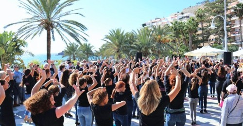 'Flahs Mob' en Almuñécar para conmemorar el Día Intl. del Flamenco.jpg