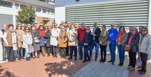 La alcaldesa de Motril inaugura la placa en memoria de Federico Maya por su gran labor social y altruista
