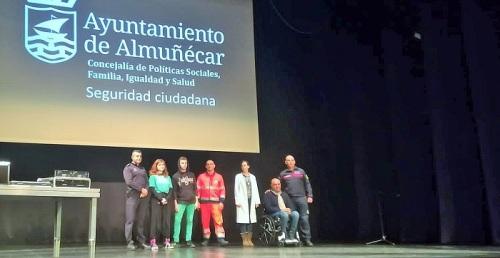 La Junta forma a más de 300 jóvenes en Almuñécar para prevenir los accidentes de tráfico con el proyecto 'Sobre ruedas'.jpg