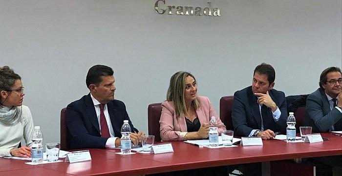 Marifrán Carazo desgrana los presupuestos de la Junta a empresarios de Granada.jpg