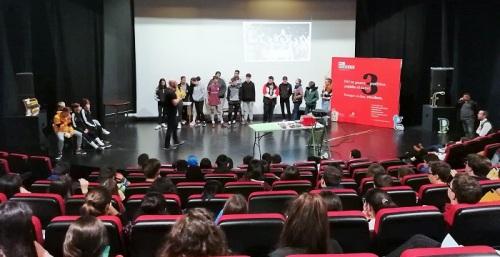 Más de 200 alumnos de dos centros de Salobreña participan en la campaña 'Yo cuido mi pueblo'.jpg