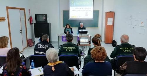 Salobreña celebra una jornada de formación sobre violencia de género destinada a Policía Local y Guarida Civil.jpg