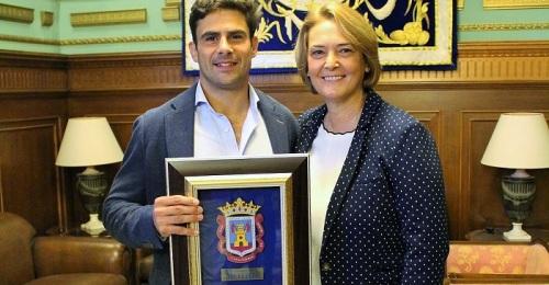 El Francisco Hernández luce su orgullo motrileño en el escenario del rugby internacional.jpg