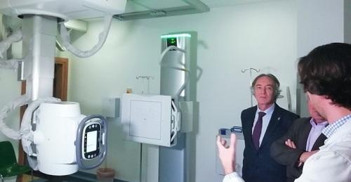 El Hospital de Motril dota sus Urgencias con una sala de radiología robotizada.jpg