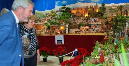 El presidente del Puerto visita el Belén artesanal del barrio de Varadero.jpg