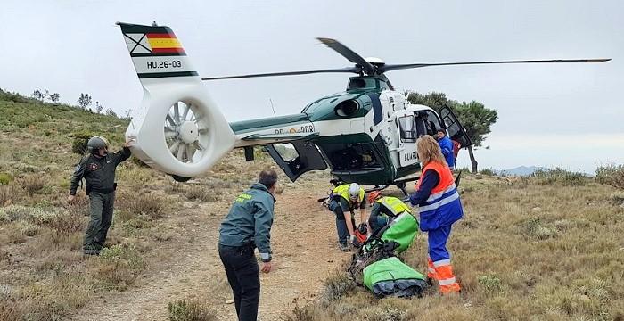Evacuan en helicóptero a una mujer herida tras sufrir un accidente de parapente en Lentegí.jpg