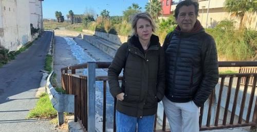 IU-Equo denuncia vertidos de aguas residuales en la playa de las Azucenas.jpg