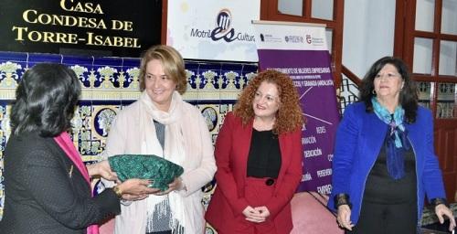 La alcaldesa anima a las empresarias de la Costa Tropical y Marruecos a formar un frente económico común.jpg