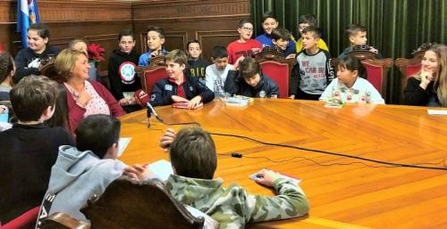 La alcaldesa anima a los niños de Motril a leer en la conmemoración del Día de la Lectura en Andalucía.jpg