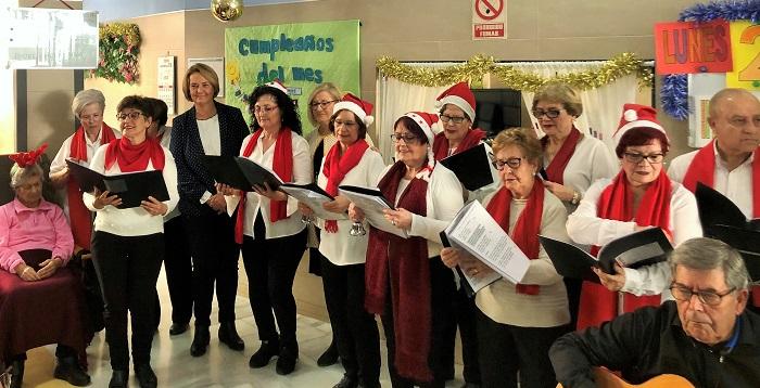 La alcaldesa cierra su ronda de visitas a las residencias de mayores de Motril para felicitarles las fiestas de Navidad.jpg