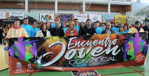 La gran fiesta de la juventud congrega a cientos de alumnos en el pabellón deportivo municipal